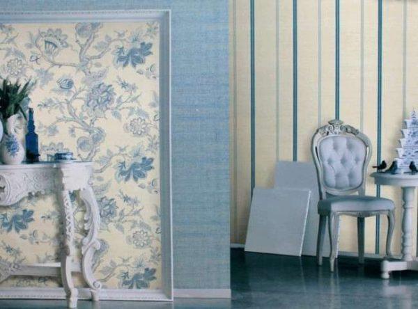обои в гостиной голубые комбинирование