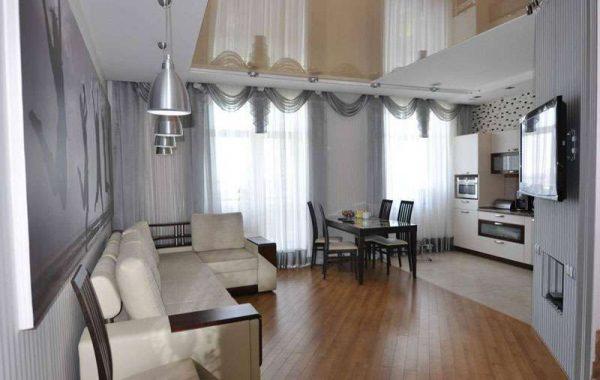 натяжные потолки в гостиной с ремонтом эконом класса