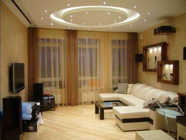 освещение встроенное в интерьере гостиной эконом класса