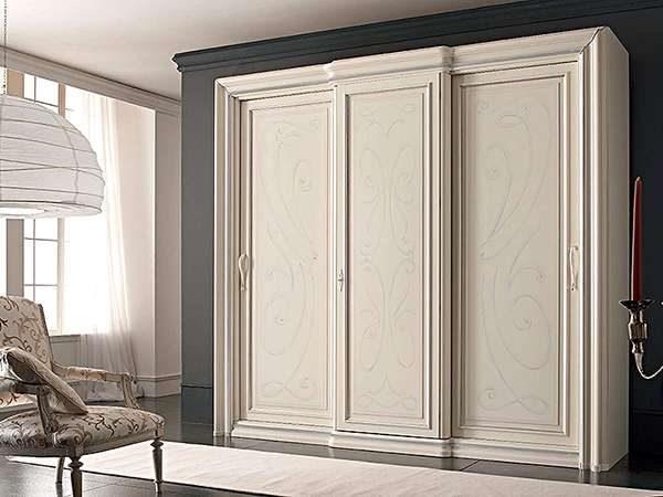 шкаф-купе для гостиной в классическом стиле