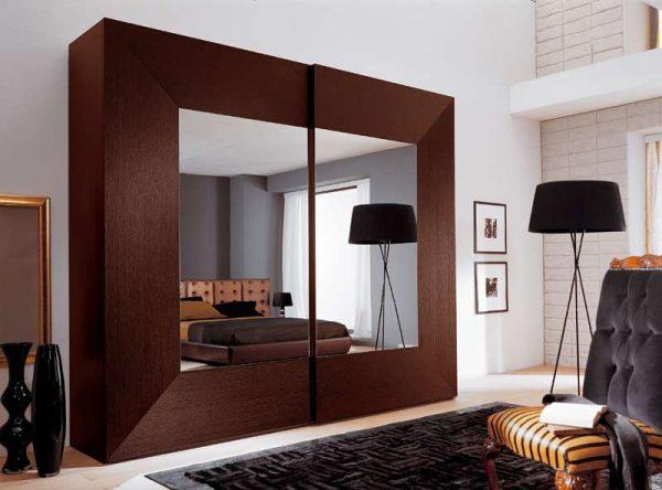 шкаф-купе в гостиной в классическом стиле