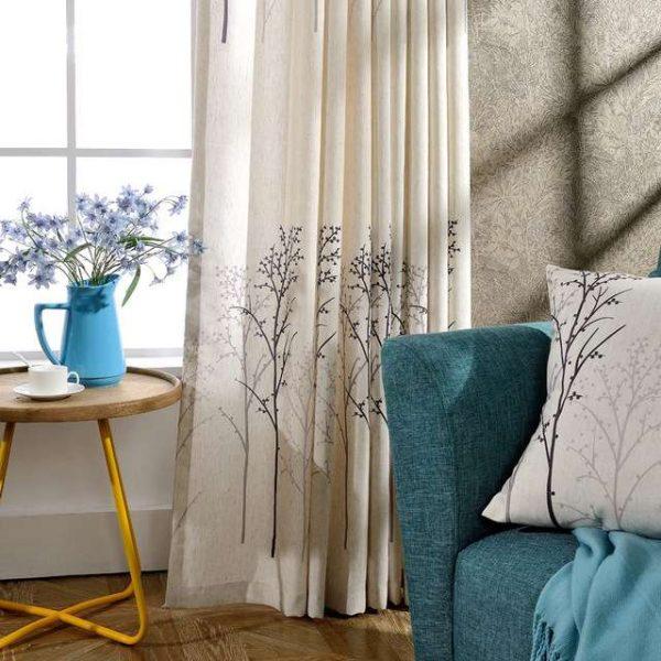 шторы белые в интерьере гостиной