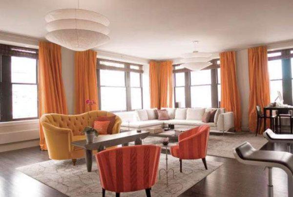 шторы оранжевые в гостиной