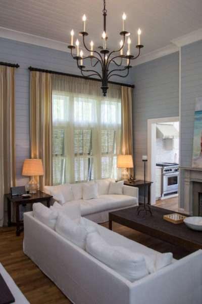 лёгкие шторы в интерьере гостиной
