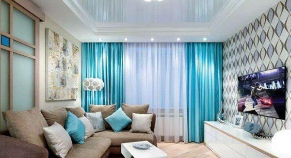 шторы в одном цвете с диванными подушками в гостиной