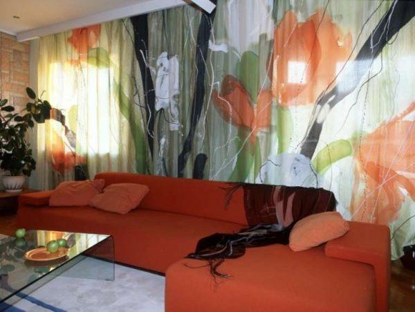 шторы из органзы в интерьере гостиной