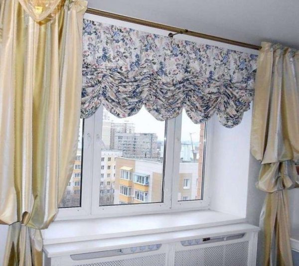 австрийские шторы в интерьере современной гостиной