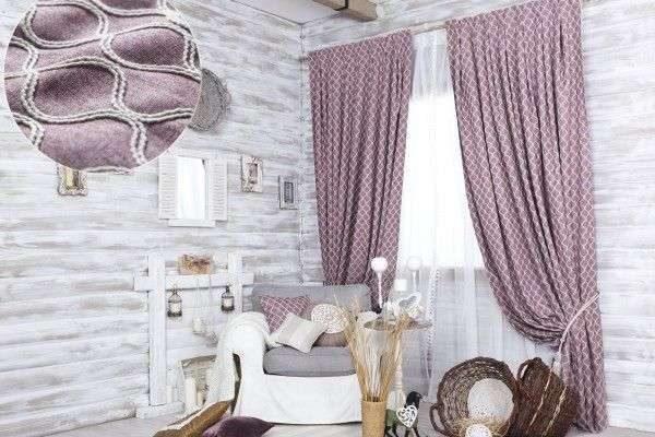 сиреневые шторы из натуральных тканей в интерьере гостиной