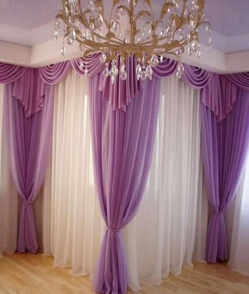 сиреневые шторы в интерьере гостиной с тюлью