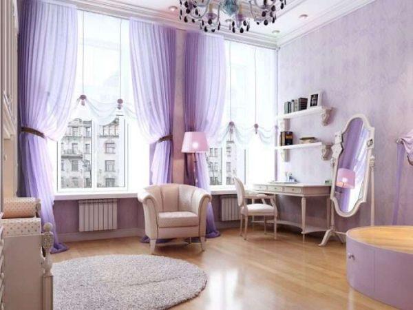 сиреневые полупрозрачные шторы в гостиной