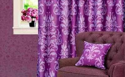 сиреневые шторы в гостиной смотрятся очень эффектно