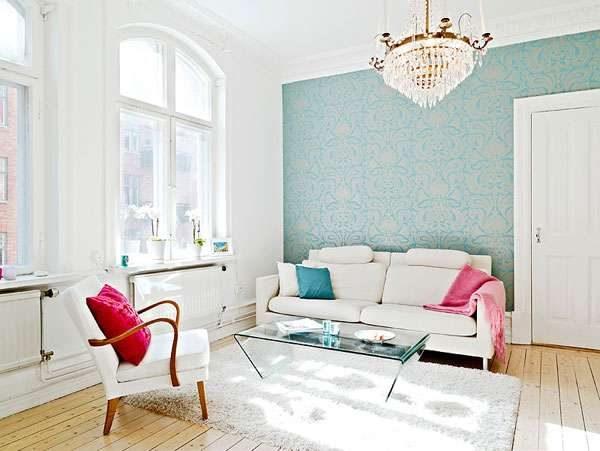 голубые обои в гостиной в скандинавском стиле
