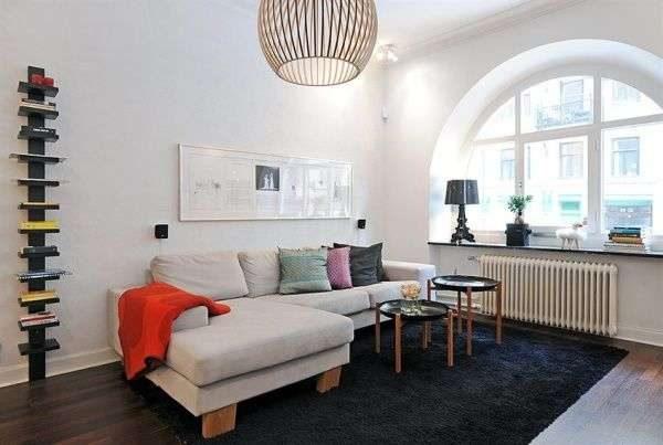 окно в интерьере гостиной в скандинавском стиле