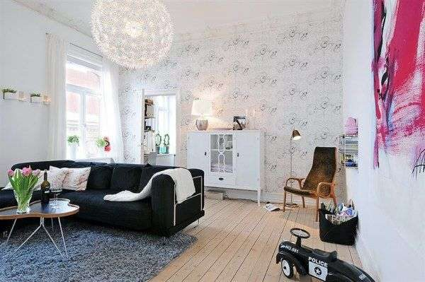 в интерьере гостиной в скандинавском стиле люстра шарообразная
