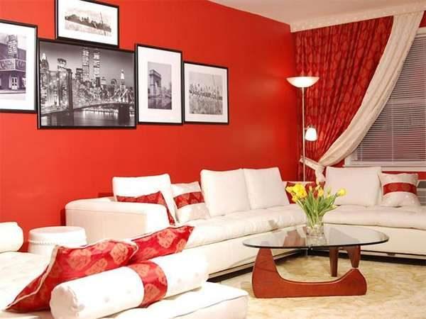 комбинирование красного и белого цветов в гостиной