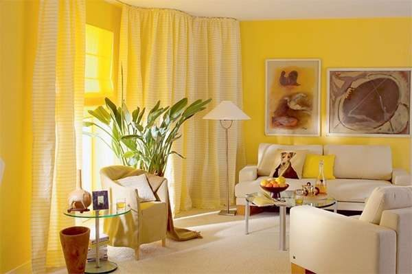 комбинирование жёлтого и бежевого цветов в гостиной