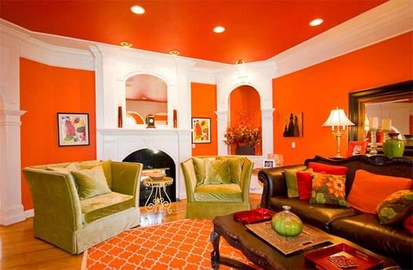 комбинирование оранжевого и зелёного цветов в гостиной