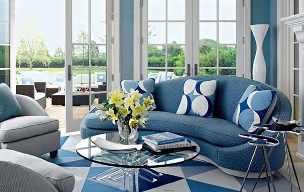 голубой с белым в гостиной