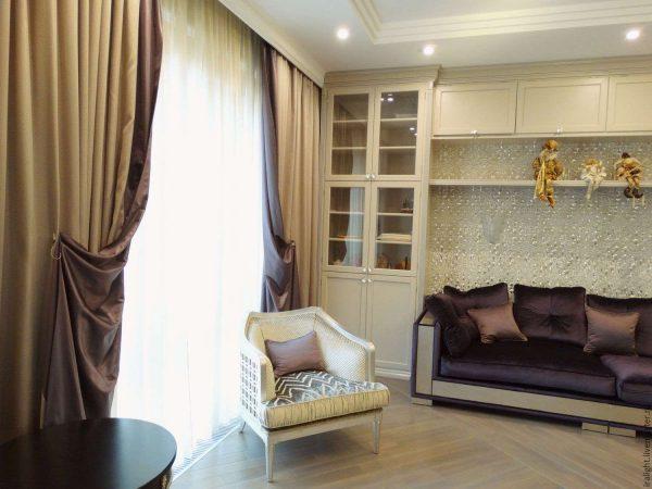 шторы в гостиной в стиле современной классики