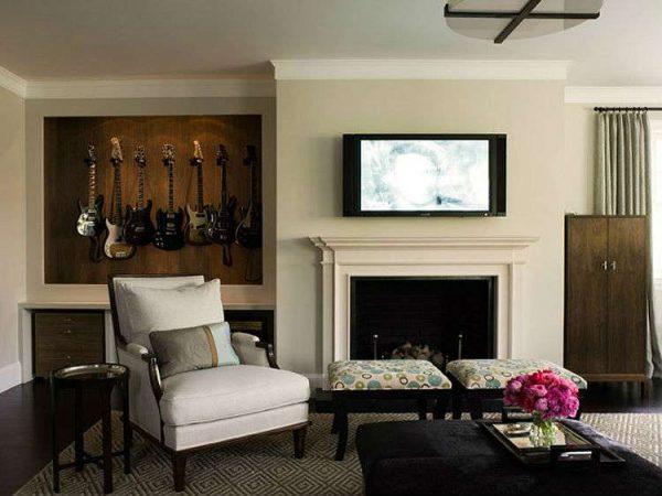 гитары в интерьере гостиной в современной классике