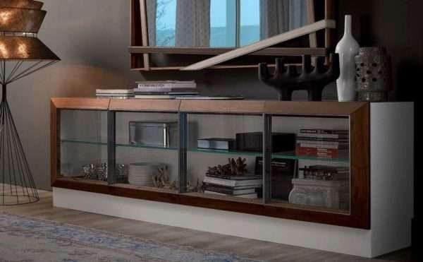 Шкаф для посуды со стеклом в гостиной