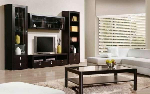 деревянная мебельная стенка в интерьере гостиной