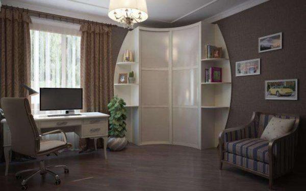 небольшой угловой шкаф в интерьере гостиной с открытыми торцами