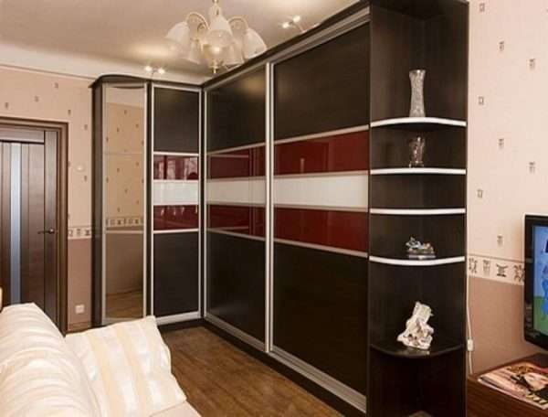 угловой шкаф c uke[bvb afcflfvb b pthrfkjv в интерьере гостиной