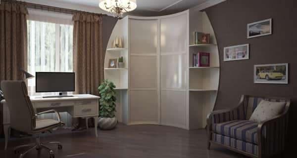 угловой шкаф в интерьере гостиной с открытыми полками на торцах