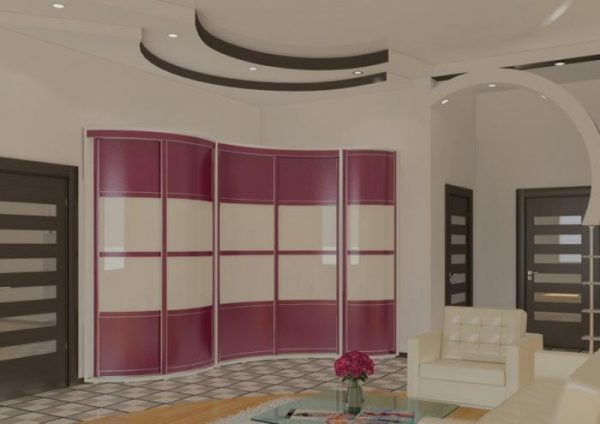 угловой шкаф из МДФ с розовыми фасадами в интерьере гостиной