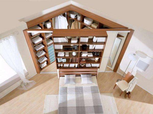 угловой шкаф-купе в интерьере гостиной