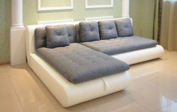 современный угловой диван в гостиной