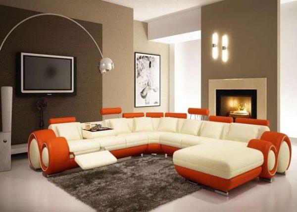 угловой диван интересной формы в интерьере гостиной