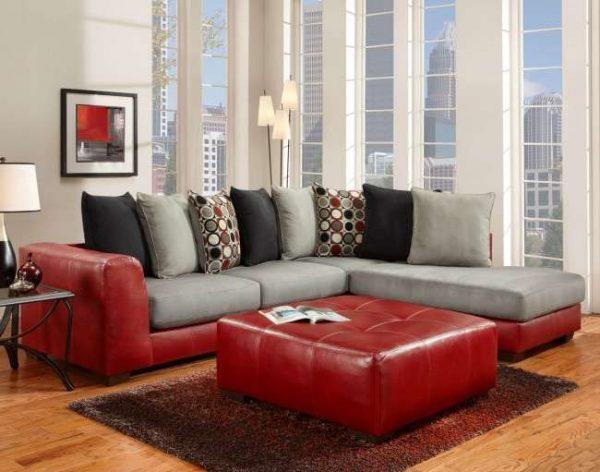 угловой красный кожанный диван в интерьере гостиной