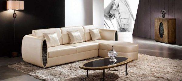 угловой кожанный диван в гостиной