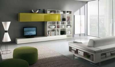 серый цвет стен в интерьере гостиной