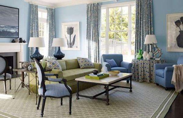 голубой цвет стен в интерьере гостиной