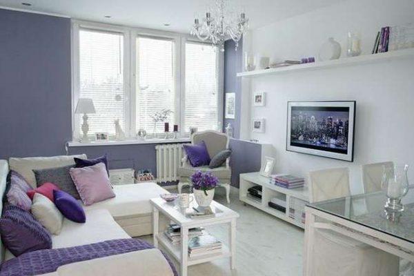 стены в гостиной фиолетового цвета
