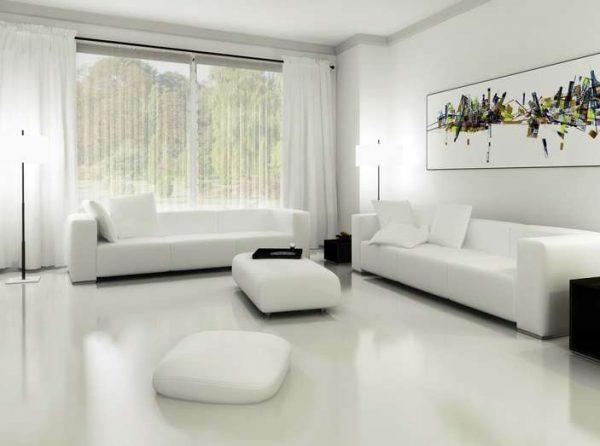 белые стены и мебель в интерьере гостиной