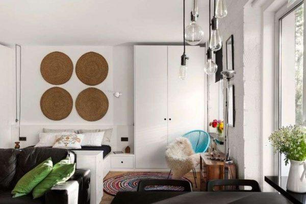 роскошное освещение в интерьере небольшой гостиной