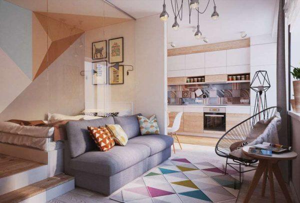 кровать и диван в интерьере небольшой гостиной