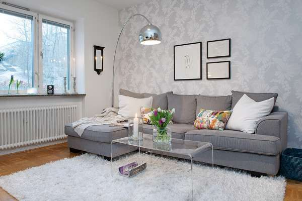 Дизайн гостиной с ковром у дивана