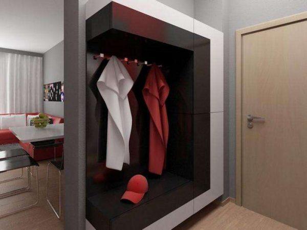 стильный шкаф с открытыми полками в прихожей