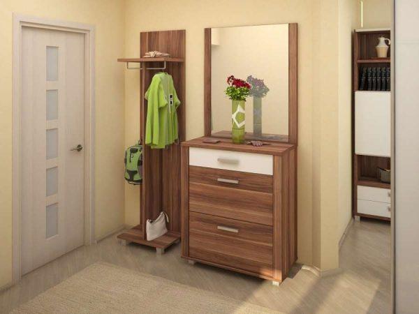шкаф небольшой в маленькой прихожей в квартире