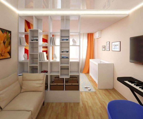 совмещённая гостиная со спальней с перегородкой из дерева