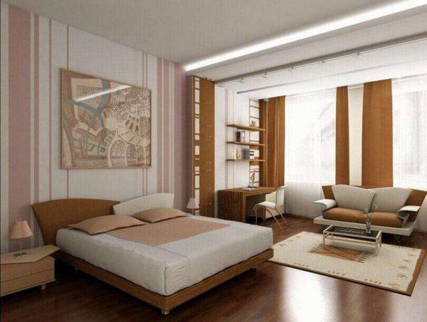 спальня с гостиной с кроватью и диваном