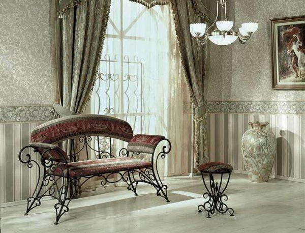 кованая мебель: банкетка и диван в прихожую