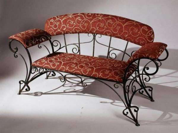 кованый диванчик для прихожей