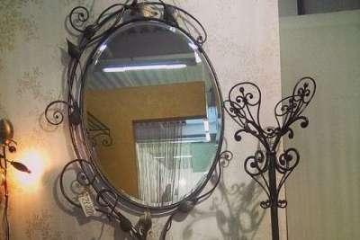 зеркало кованое в прихожей
