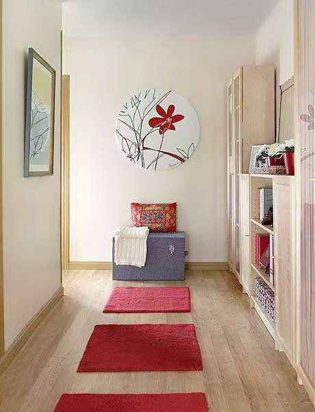 светлые стены в коридоре